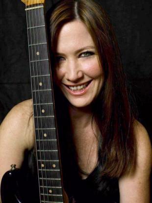 Former Go Gos Bass Guitarist Kathy Valentine Keynote