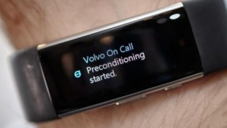 volvo-enabling-voice-control-through-wearable-device-microsoft-band-2-203-512X288