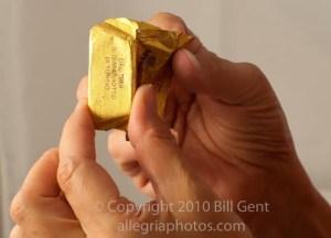 Opening a Gianduiotto chocolate