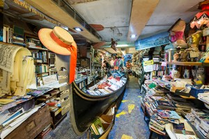 A gondola full of books, Libreria Acqua Alta