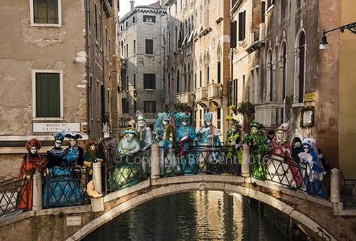 Costumers on a bridge, Venice