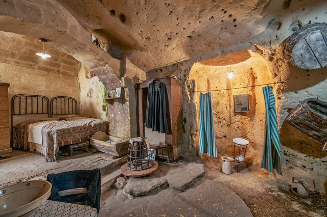 Reconstructed cave-dwelling, Matera