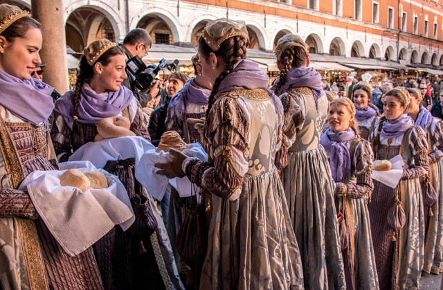 Sharing the loaves of bread, Festival of the Bull, Venice, ©BillGent