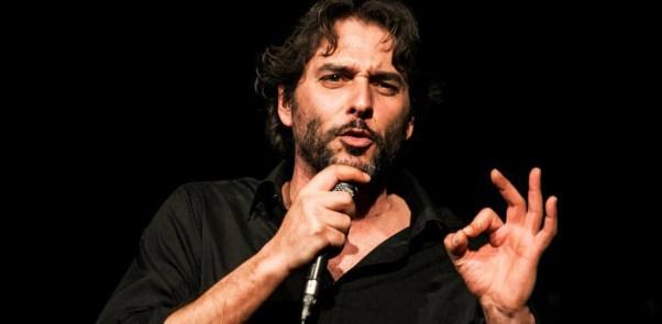 Filippo Giardina durante uno spettacolo.