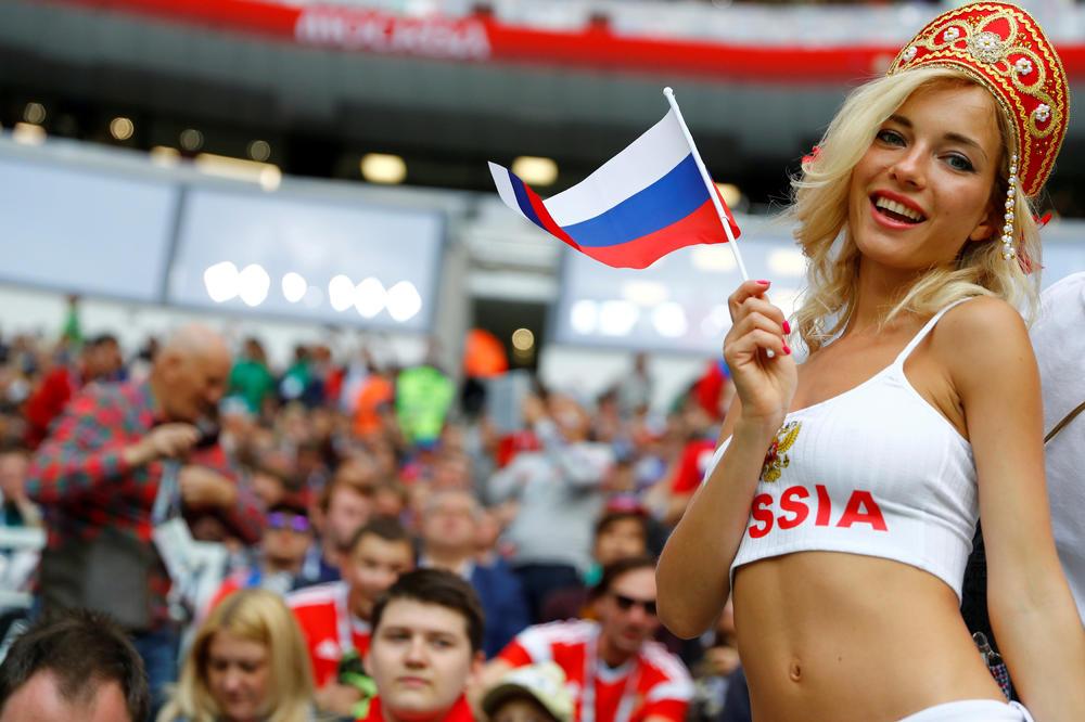 La FIFA contro le belle donne: ecco come il calcio combatte il sessismo