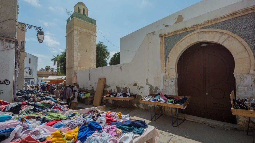 Il business degli stracci: il mercato dei vestiti usati
