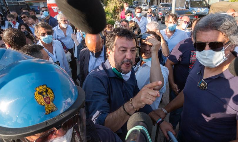 Il comizio di Salvini a Mondragone: è stato legittimo interromperlo?