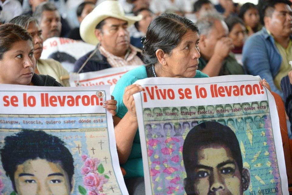 Una manifestazione per la verità su Ayptzinapa.