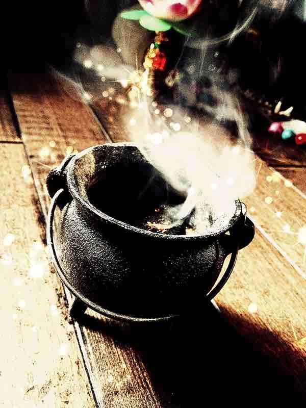 Witches Mini Cauldron