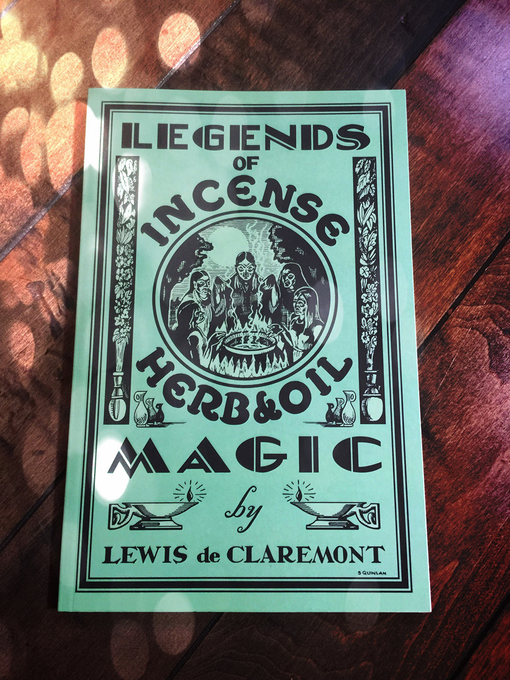 Legends of Incense, Herb, and Oil Magic: Esoteric Students' Handbook of Legendary Formulas and Facts by Lewis de Claremont