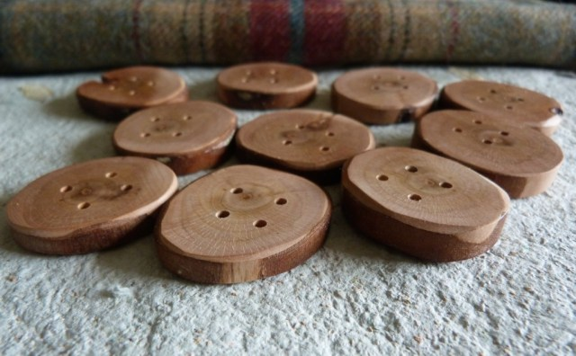 These are some really special 3.3 cm Rowan buttons. Absolutely stunning.