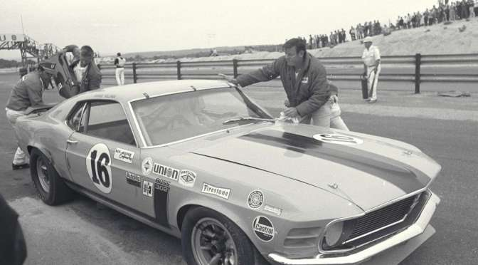 Nostalgia Ford Mustang Racing