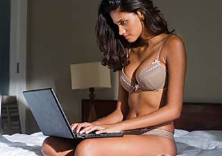 sexy_girl_lingerie_laptop