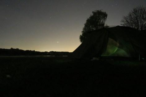 Ausee bei Nacht