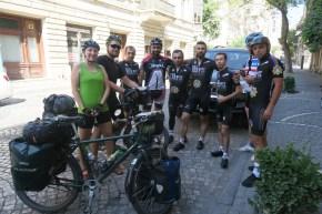 Treffen mit den Fahrern des Baku Cycling Project und des State Security Service Cycling Teams