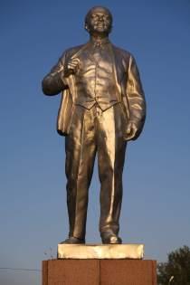 Lenin begleitet uns