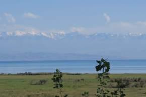 Auf der Südseite des Issyk Kul ragen die Berge auf