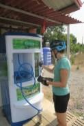 An diesen Automaten gibts Trinkwasser für 1 Baht pro Liter