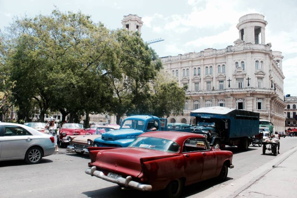 walking-around-havana-cuba