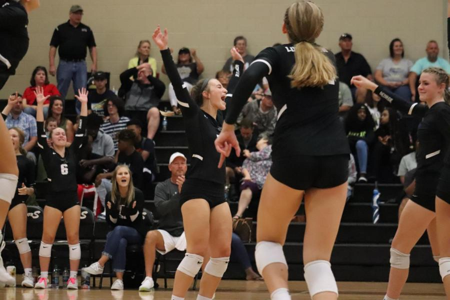 No.+15+Riley+Steubing+%289%29+just+made+an+easy+point+for+her+team+with+a+one-arm+dig+which+sent+the+ball+right+over+the+net+and+straight+into+Foster%27s+blind+spot%21+