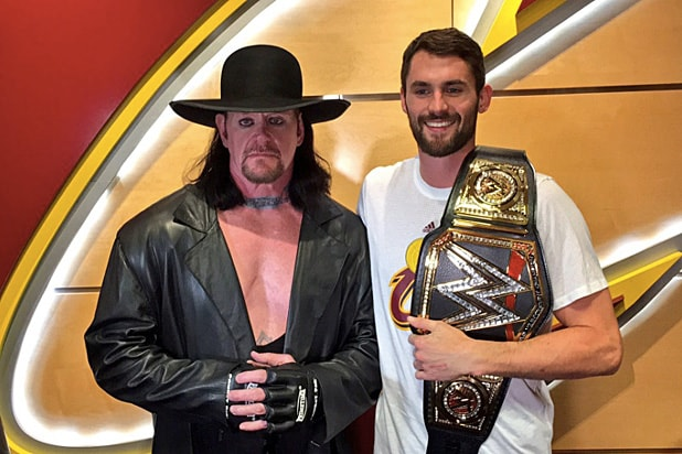 Kevin Love Gets WWE Title Belt From The Undertaker Ahead ...