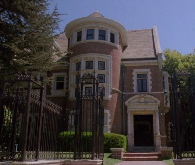 Finally American Horror Story Apocalypse Is Getting To The Murder House Stuff