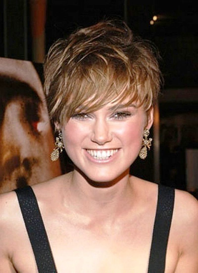 25 Cute And Short Hairstyles For Round Faces The Xerxes