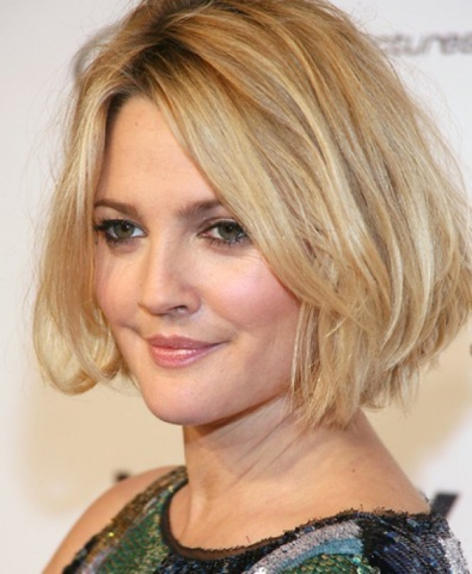 Awesome Short Hairstyles For Thick Hair And Round Face Images