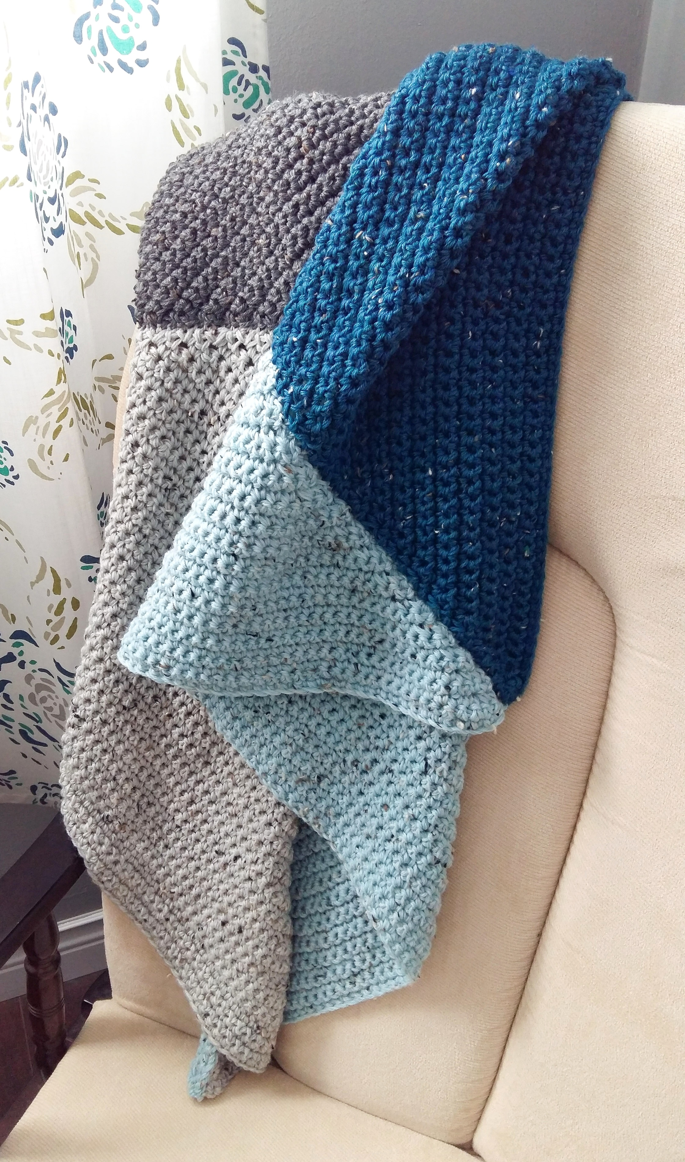 Simple crochet blanket tutorial. Make a beautiful blanket for a precious little loved one.