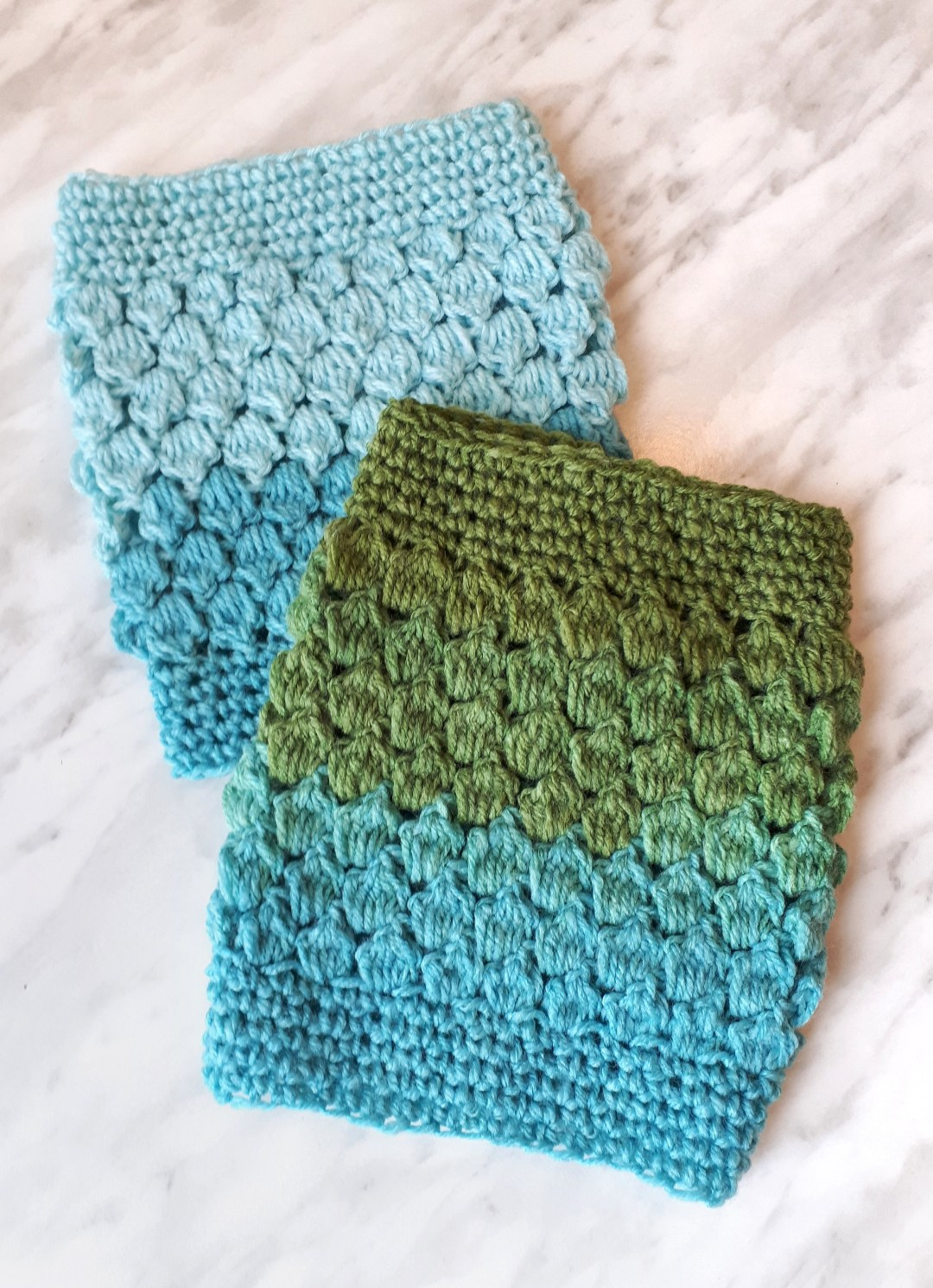 Crochet ankle warmers with free pattern. A free diy tutorial for cozy crochet ankle warmers. Great diy gift ideas!