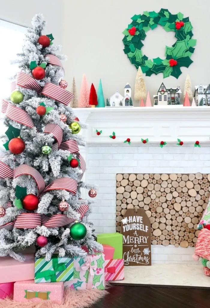 Felt Holly wreath diy - easy Christmas crafts