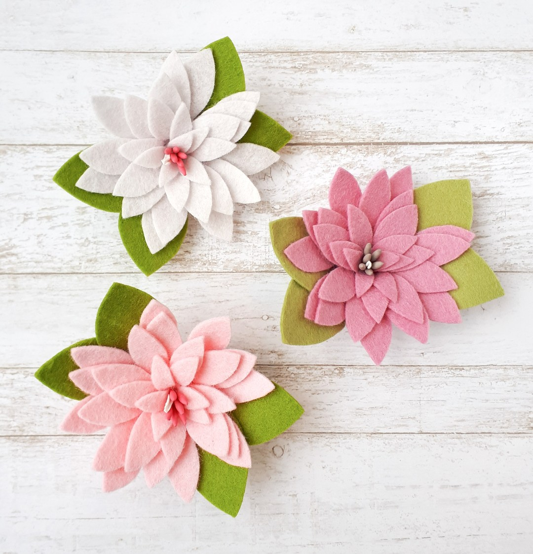 How to make easy felt flower hair clips. Use this free flower pattern to make your own gorgeous felt flowers!