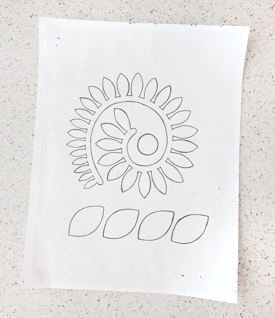 Use quilter's freezer paper to print this free felt flower pattern