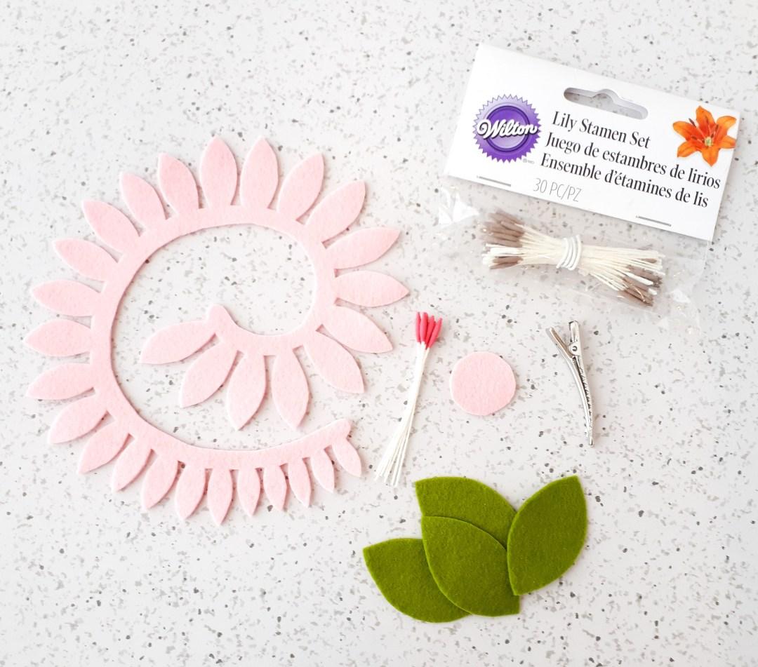 Easy felt flower tutorial for making hair clips. Rolled DIY Felt Flower