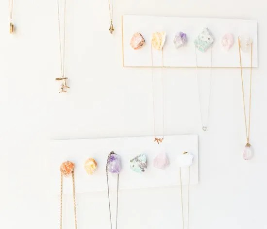 25 of the best handmade Christmas gift ideas for family and friends. DIY crystal necklace display.