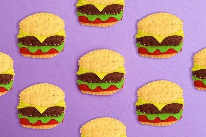 DIY Hamburger Brooch. Uses little tiny felt scraps!