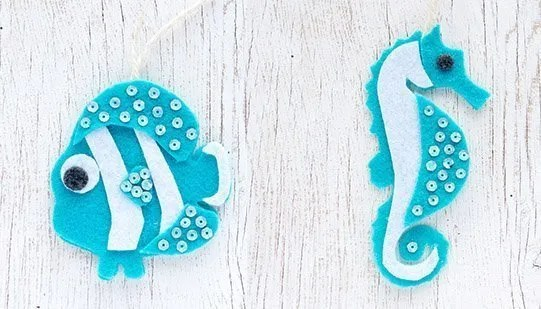 Felt seahorse ornament. DIY projects using felt scraps.