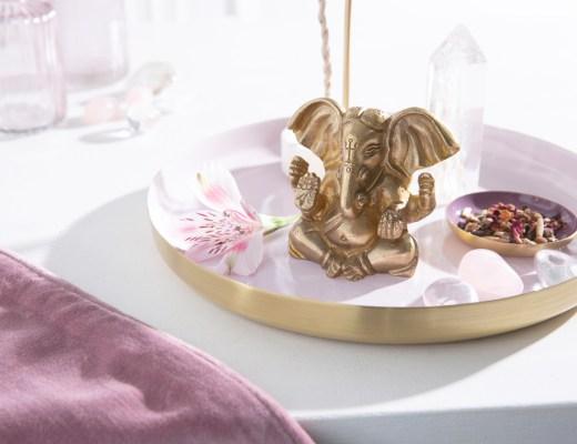 soul zen Einkehr Herbst Rückzug Stille Stress Hektik Meditation Affirmation Altar Öle Zuhause Gedanken