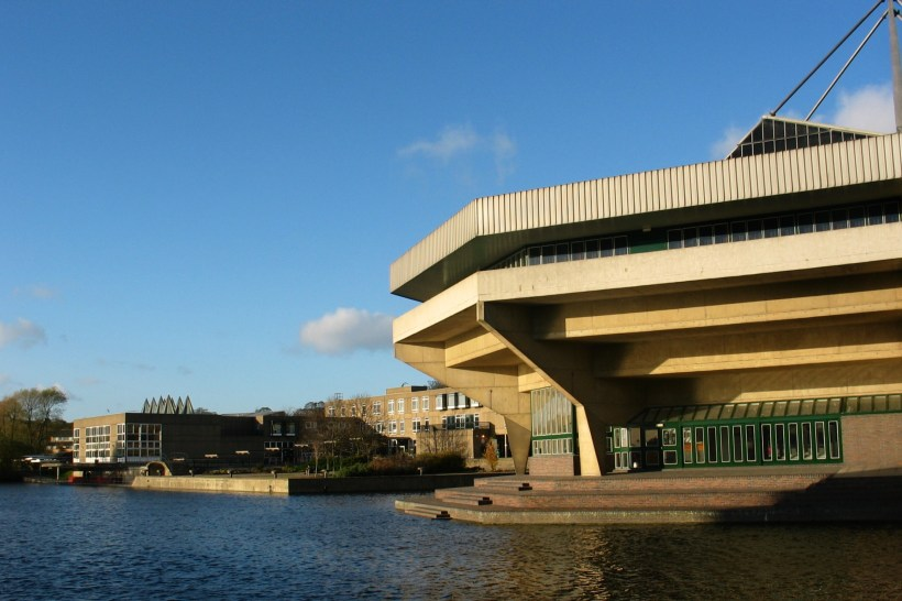 http://upload.wikimedia.org/wikipedia/commons/1/15/University-of-york_central-hall-view.jpg