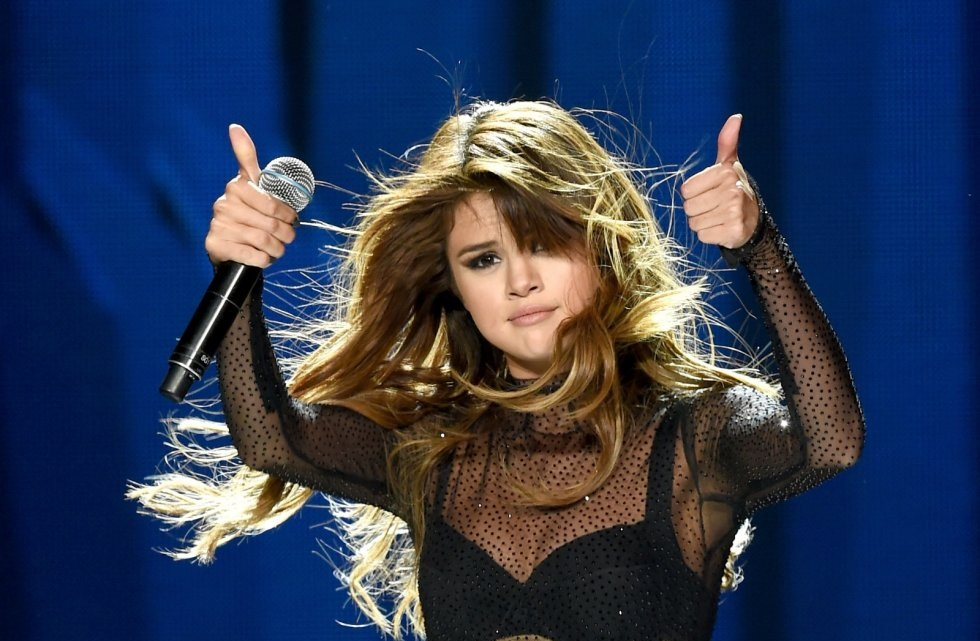 Selena Gomez Avoids Question About Working with Accused Child Molester