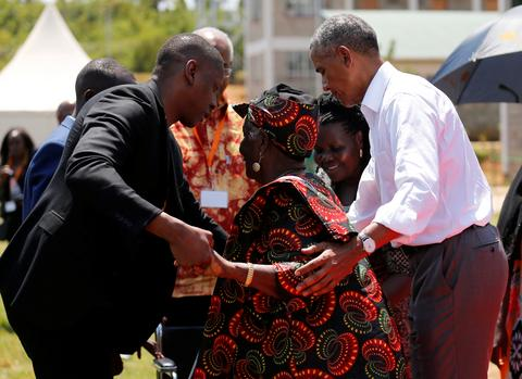 Obama visits Kenya en route to SA
