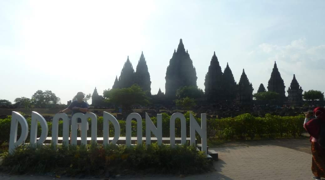 L'entrée du temple de Prambanan