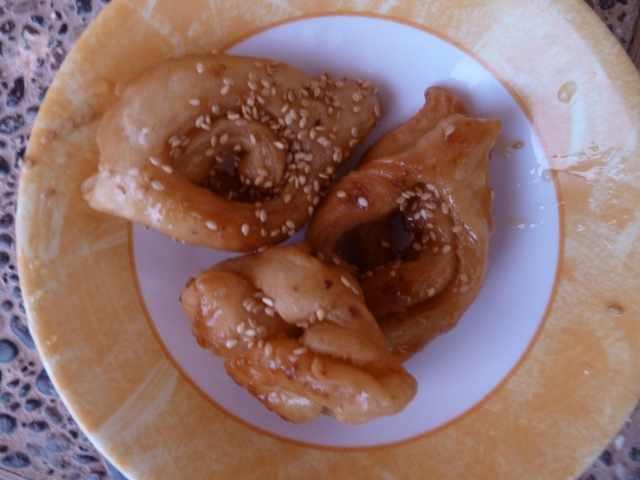 chebakias dans une assiette