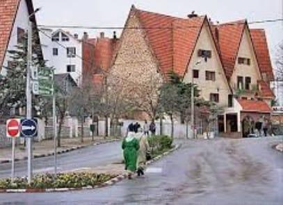 rue et maisons à Ifrane