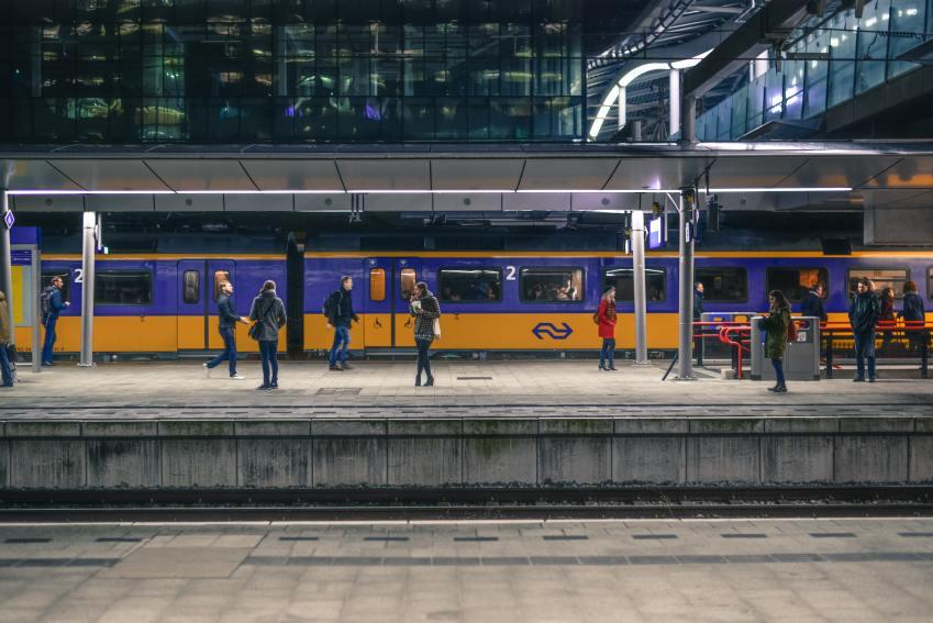 Zo verdien je tienduizend euro per jaar terwijl je in de trein zit