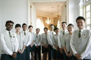 The staff at iconic Raffles Hotel offers you a warm welcome to their hotel and the city.