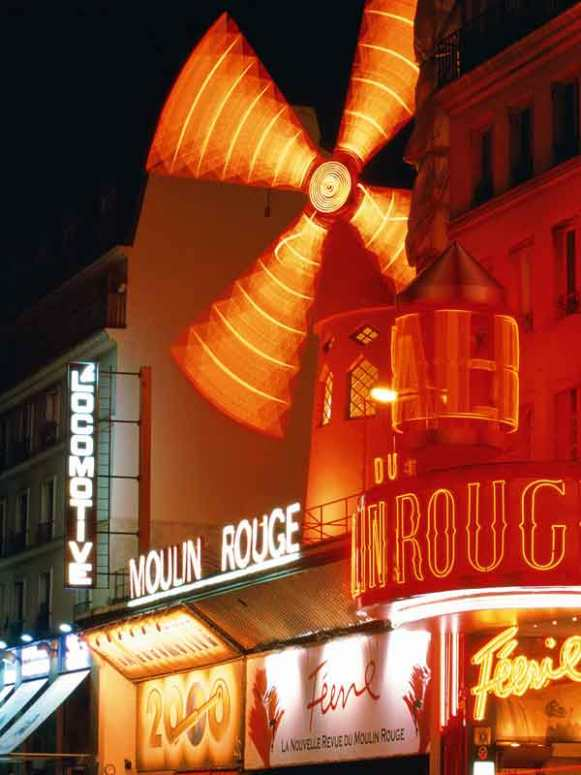 The famous Moulin Rouge at night.