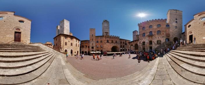 Piazza Duomo dalla scalinata della Chiesa