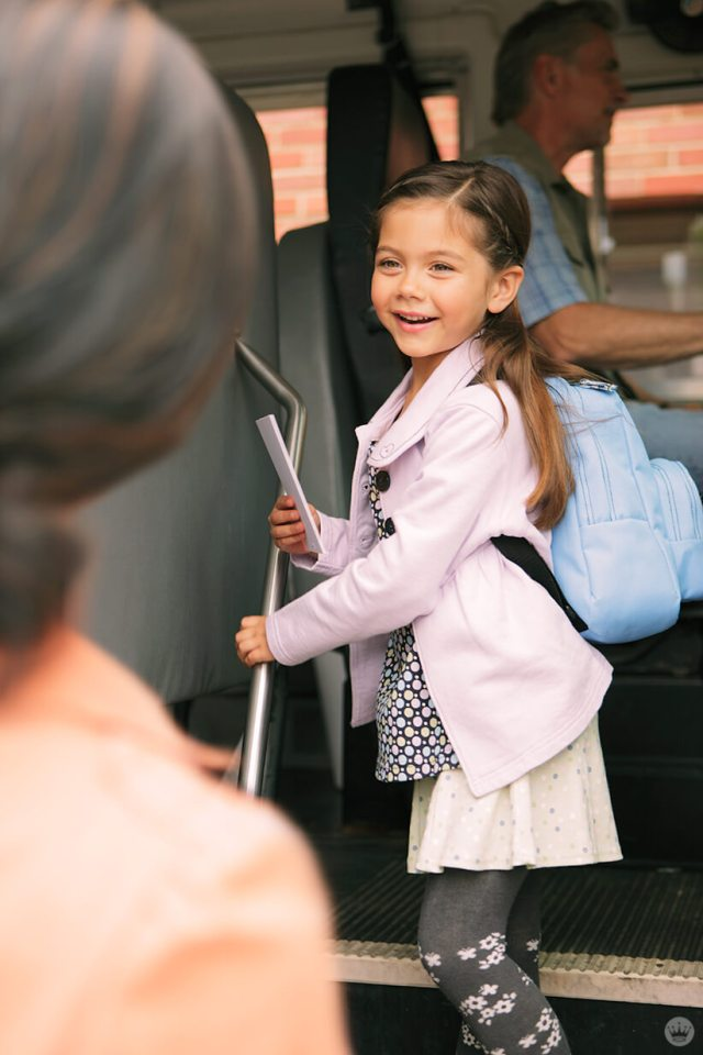 Back-to-school picture ideas: girl getting on school bus
