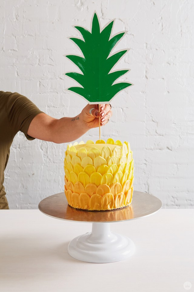 Ombré brush stroke pineapple cake in progress